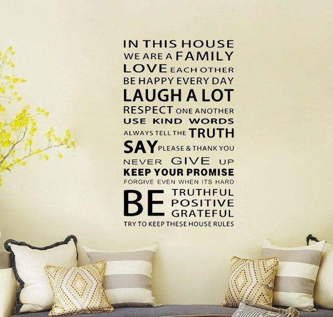 Дешевое Мы семья в этом доме стикер стены украшения вдохновляющие цитаты искусство деколь декора стены искусства переводные картинки цитата, Купить Качество Наклейки на стену непосредственно из китайских фирмах-поставщиках: