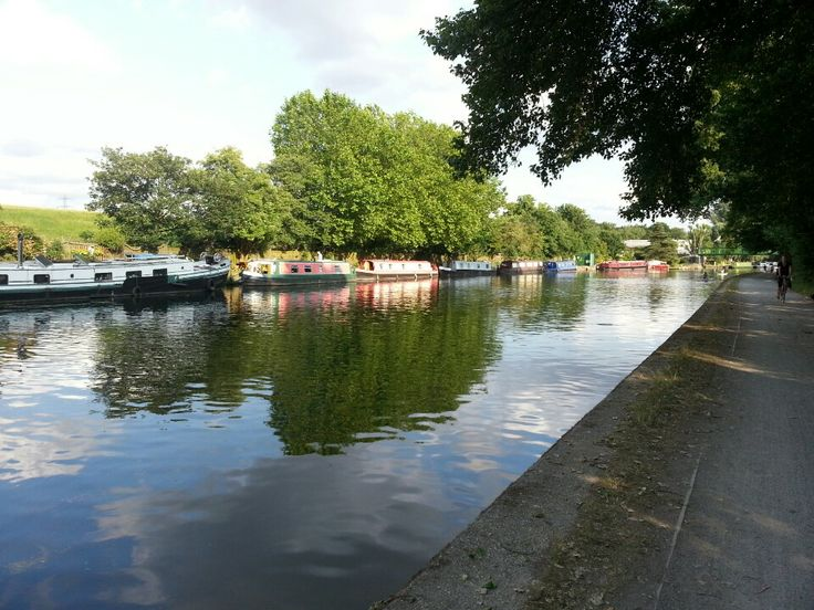 Hiked from Tottenham Hale underground stop to Cheshunt rail stop.  refreshing 8 mile walk along the river - on the canal tow path.  with a stop at Waltham Abbey (see separate pin)