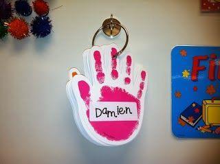 wie is het helpende handje van de dag? Kunnen ze eerst zelf maken en nadien gewoon te gebruiken in de klas :)