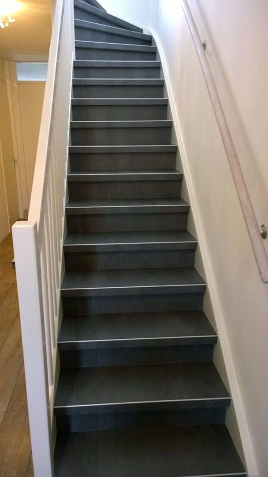 Betonlook op de trap. PVC afgewerkt met een subtiel zilver profiel. www.art-floor.nl #pvcopdetrap #artfloorkatwijk