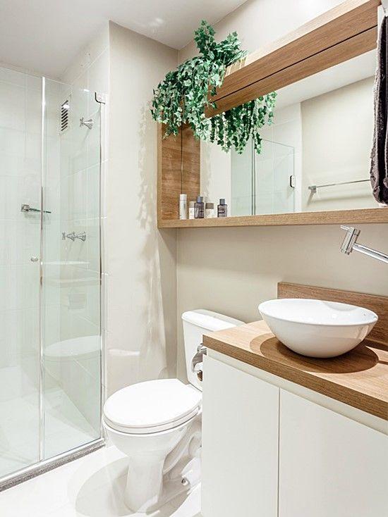 banheiro branco madeira clara