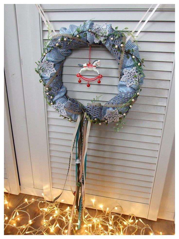 A gdyby tak... błękit, szarość i odrobina czerwieni  :)  Wianek na drzwi z dzwoneczkami