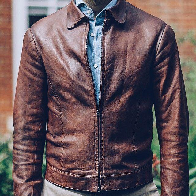 La patine, la couleur et la coupe de ce blouson en cuir sur-mesure Gieves and Hawkes sont à couper le souffle. Par @permanentstylelondon - JAMAIS VULGAIRE, blog mode homme, magazine et relooking online