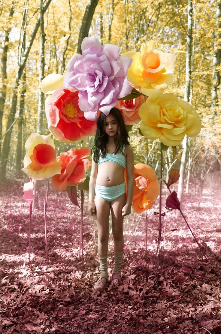 Tom and Drew Girls summer 2013: Fashion Kids, Giant Paper Flowers, Giant Flowers, Girls Summer, Kids Photography, Flowers Power, Fashion Photography, Child Fashion, Flowers Photo