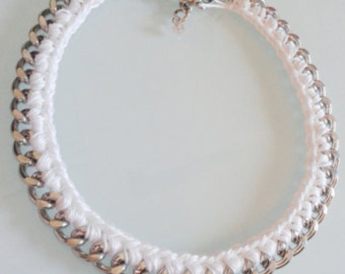 Collar de declaración. Collar de cadena tejida. Collar de blanco y oro. Collar hecho a mano.