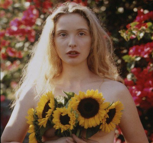 Julie Delpy - France - - - oh this woman! absolutely gorgeous! and we were (almost) born on the same day...