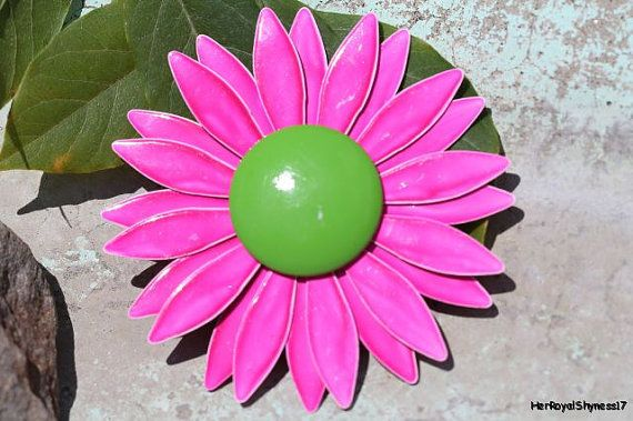 Vintage 1960s Costume Grade Metal 3D Daisy Flower Power Floral Hippie Neon Hot Pink & Green Brooch / Pin