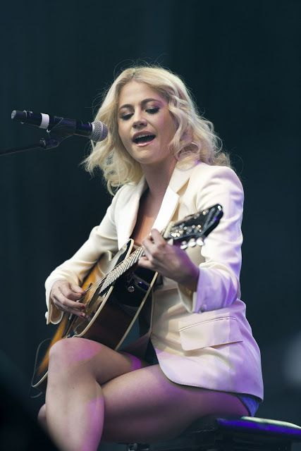 Pixie Lott Perform a Song From Breakfast At Tiffanys at West End Live in Trafalgar Square London June-2016 June 24 2016 at 09:44AM