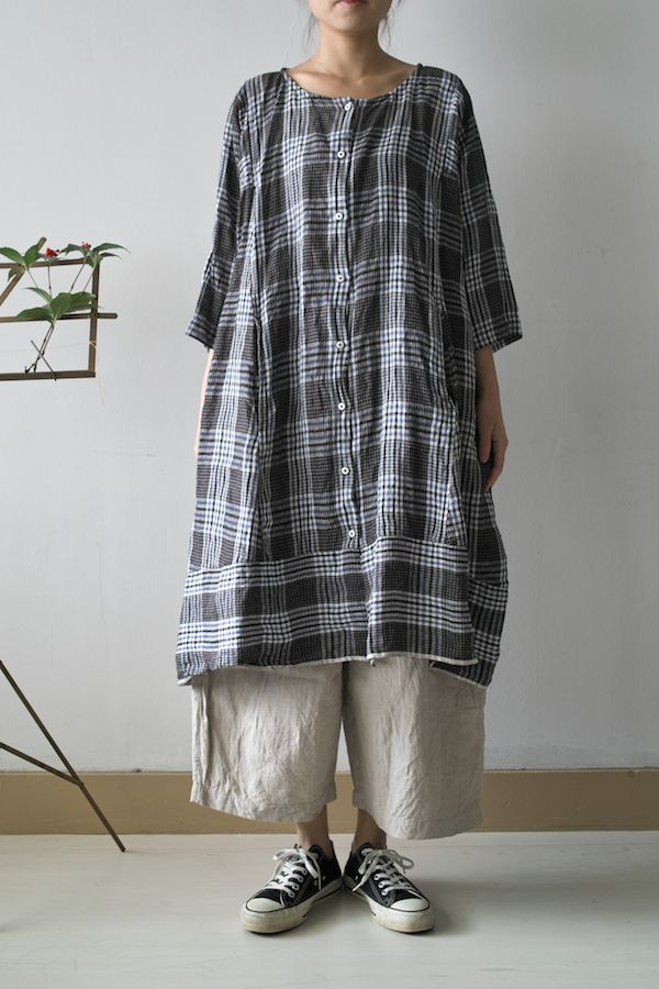 TUCK DRESS BLUE MIX CHECK ¥30,450 LINEN CHAMBRAY ¥29,400 TENT DRESS BLUE MIX CHECK ¥24,150 PATCH UP DRESS LINEN CHA...