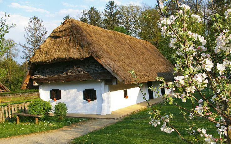 Freilichtmuseum Bad Tatzmannsdorf gibt Ihnen Einblick in die burgenländische Volkskultur und die bäuerliche Lebensweise. Tauchen Sie ein in eine Zeit, wo die Uhren noch ein bisschen langsamer gingen als heute #Badtatzmannsdorf #Freilichtmuseum