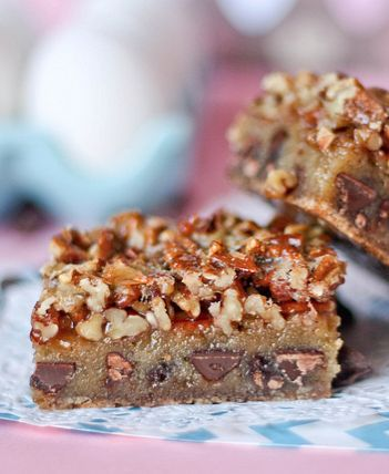 Chocolate Chip Cookie Pecan Pie Bars -- A chocolatey cookie/pecan pie hybrid that is a FAVORITE at Thanksgiving!!