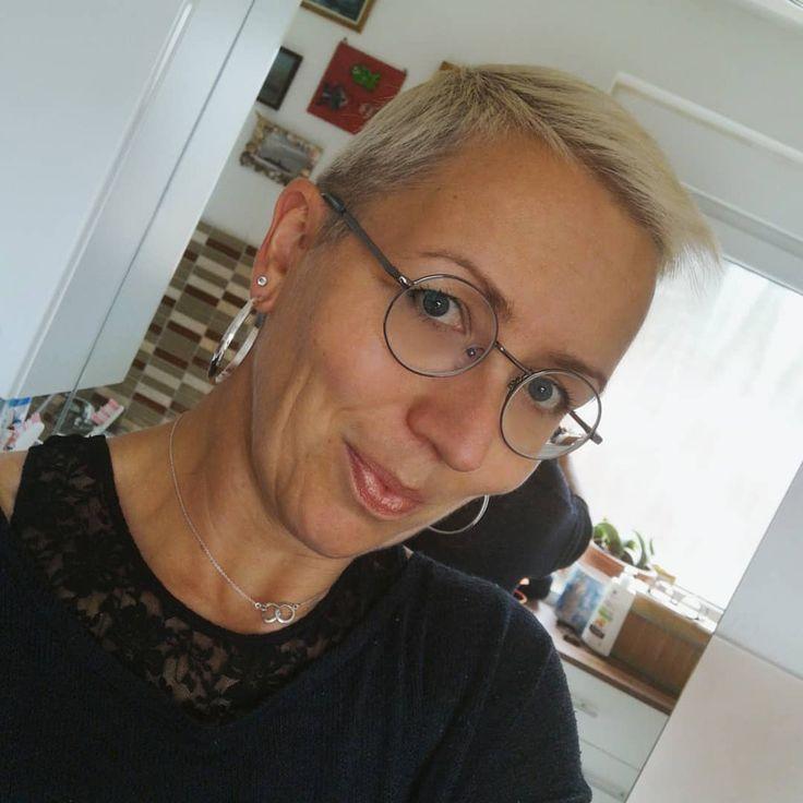 Eine neue Brille….mal ganz was anderes . . . .  #shorthair #shorthairstyles #w…