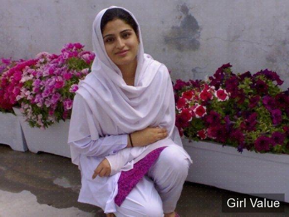 "{""token"":""1896""} - Pakistani College Girl in White Salwar Kameez"