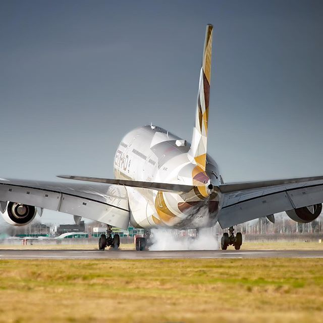 Etihad Airways Touching Down Runway 27R Aircraft - Airbus A380 Airline - Etihad Airways Airport - Londons Heathrow Camera - Nikon D800/ Nikon 200-500mm ________________________________________ #etihad #etihadairways #airbus #airbus380 #heathrowairport #landing #abudhabi #aviation #aviationdaily #dailyavition #pilotslife #aircraft #a380reasons #runwayspotting #Airbuslovers #etihadcrew #instaaviation#avgeekoftheweek #heathrowairport #airbuslovers #instagramaviation #avgeek #aviationgeek #plan