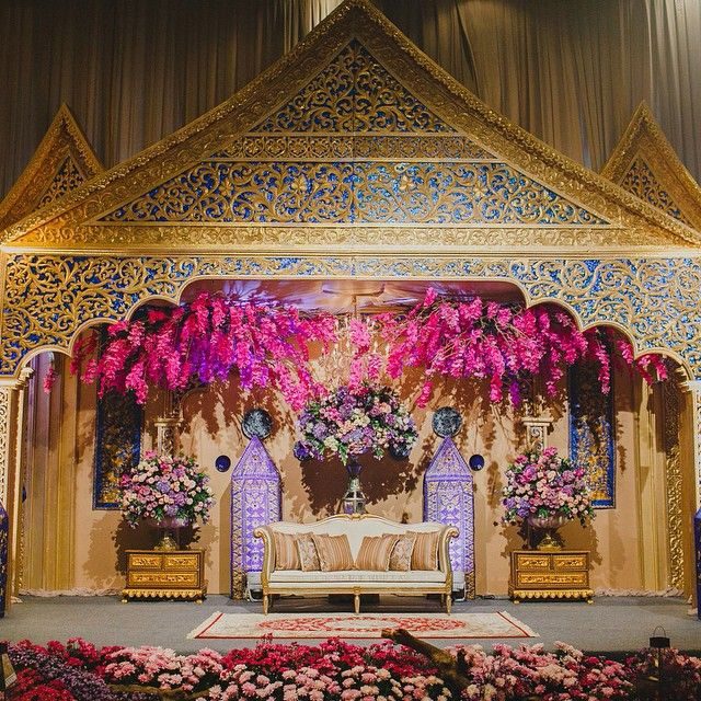 For the love of traditional wedding. You are cool to have a traditional wedding with beautiful touch of luxury and oh! also the wonderful wild flower arrangements.