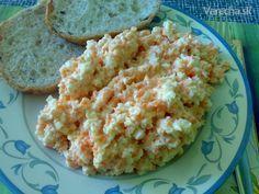 Mrkvovo-zeleninový salát.Máme ho radi ku grilovanému mäsku,alebo len tak,s pečivkom na večeru