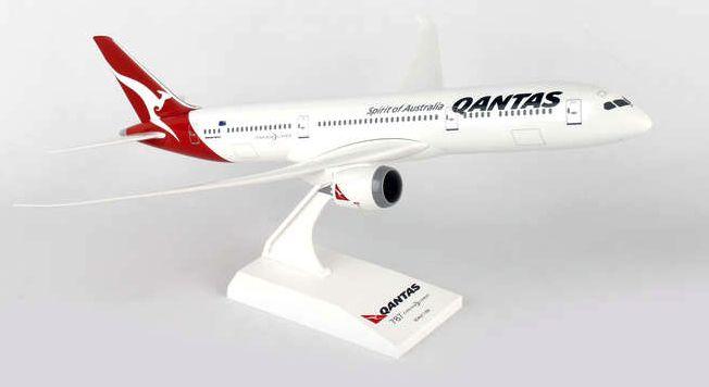 Skymarks Qantas Airlines Boeing 787-9 Dreamliner 1/200 Plastic Model