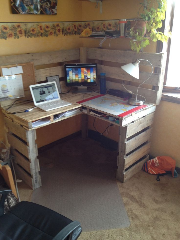 A Bunch Of Desks Made Out Of Wooden Pallets