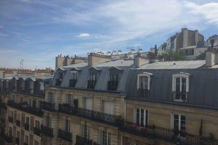 Regardez ce logement incroyable sur Airbnb : 20m2 au coeur de Montmartre - Appartements for Rent à Paris