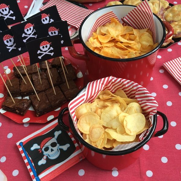 Travestimento, caccia al tesoro, buffet piratesco, ecco tutte le dritte per una festa Pirati fai da te. Perfetta per un compleanno o per Halloween