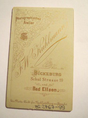Bueckeburg-Bad-Eilsen-sehende-junge-Frau-in-Tracht-Schirm-koloriert-CDV