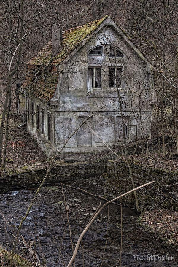 das Geisterhaus im Wald - lost area by nachtpixler on @DeviantArt
