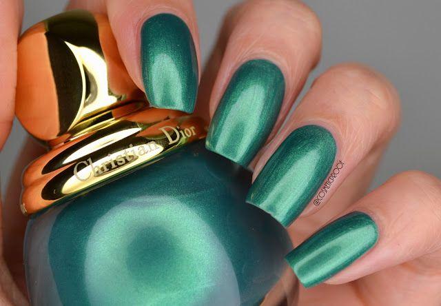Dior Emerald Swatch