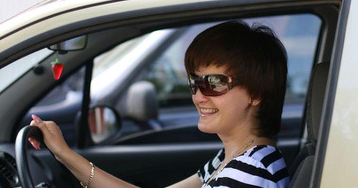 Cómo pasar el examen escrito del DMV en Las Vegas, Nevada. Todos los conductores principiantes necesitan tomar el examen escrito en la oficina del Department of Motor Vehicles (Departamento de vehículo automotor) de Nevada antes de que se les entregue la licencia o permiso. Además, los nuevos residentes provenientes de fuera de los Estados Unidos y todos los que tengan licencias con restricciones también ...