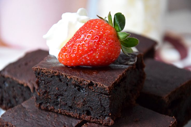 Dzisiaj w mojej kuchni zagościło pewne ciekawe i dość kontrowersyjne - buraczane brownie, które upiekłam :) Zaskakujące jest to, że nie zawiera tłuszczu!