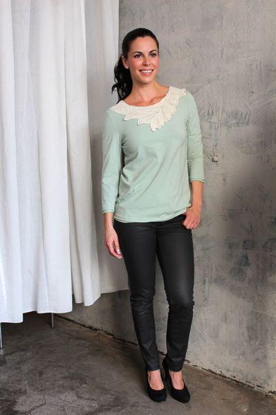 Satu  Selja blouse in mint color #Lumoan #Pitsikaulus #Pitsipaita