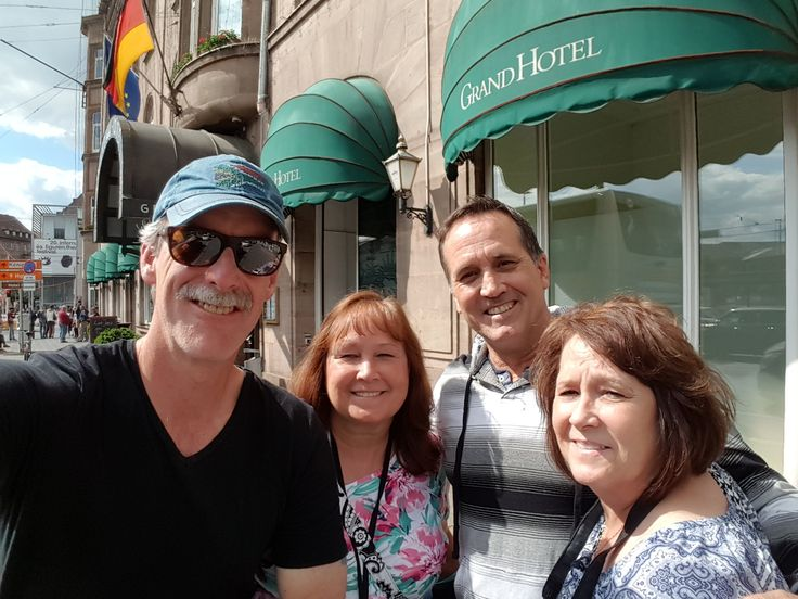 Nuremberg Tours in English with Happy Tour Customers in front of the Grand Hotel