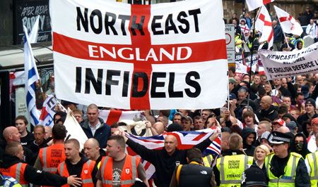 L'English defence league en croisade contre l'«islam radical»