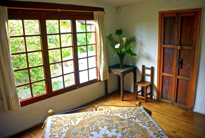 Habitacion Privada cama doble en Alegria´s Hostel Bogota Colombia.