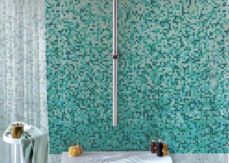 mosaïque salle de bain en nuances vert sarcelle et turquoise supers