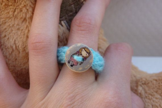 Blue ring with a little girl