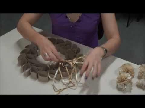 Guirlanda de Natal com materiais reciclados