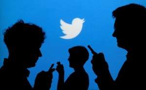 © REUTERS/Kacper Pempel/Illustration//File Photo FILE PHOTO: People holding mobile phones are silhouetted against a backdrop projected with the Twitter logo Twitter Inc heads toward its quarterly earnings report on Thursday with a stock that has risen more than 40 percent since April when much...