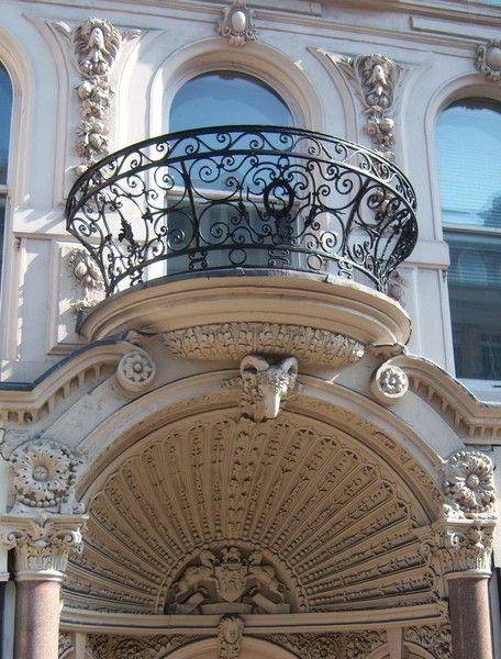 17 best images about verandas balconies on pinterest for Beautiful apartment balconies