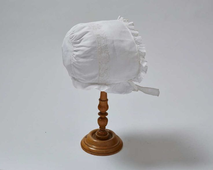 Infant's cap, first half 18th century. White linen with a fine floral embroidery.