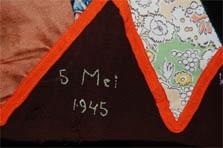 Kort na de Tweede Wereldoorlog bedacht verzetvrouw en overlevende van het vrouwenkamp Ravenbruck mevrouw A.M. Boissevain-Van Lennep (1896-1965) de 'NATIONALE FEESTROK'. Deze van patchwork gemaakte rok moest de vrouwelijke uitbeelding zijn van saamhorigheid in de periode van nationale opbouw en vernieuwing na de Tweede Wereldoorlog. Het idee van de feestrok was gebaseerd op de motto's: 'eenheid in veelheid', 'nieuw uit oud', 'opbouw uit afbraak' en 'ééndracht maakt eendracht'.    Iedere vrouw…