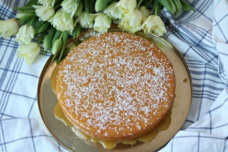 Silviakaka är en sådan kaka som alla tycker om. Dessutom är den löjligt enkel att göra och ett recept som inte kräver särskilt mycket kunskaper alls. Smakar ljuvligt och håller sig saftig i flera dagar. Silviakaka 3 ägg 3 dl socker 3 dl vetemjöl 3 tsk bakpulver 1,5 dl kallt vatten Glasyr 150 gram smör … Continued