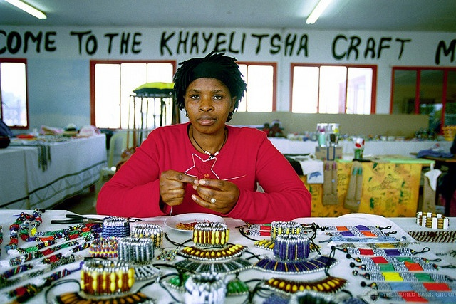 """Khayelitsha craft market. South Africa. Photo: Trevor Samson / World Bank"""