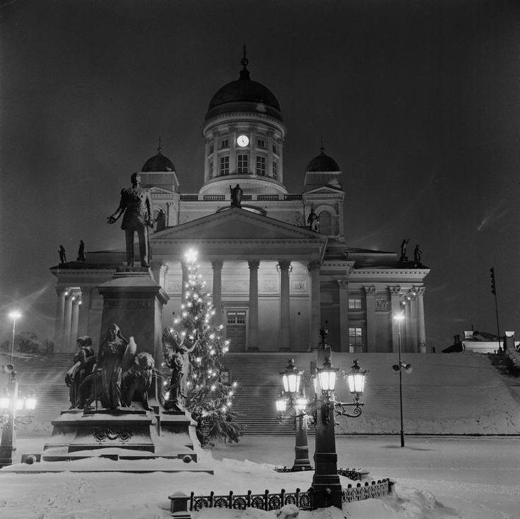Helsinki, Finland. Joulukuusi Senaatintorilla. Volker von Bonin 1.1.1967–31.1.1967. Helsingin kaupunginmuseo.