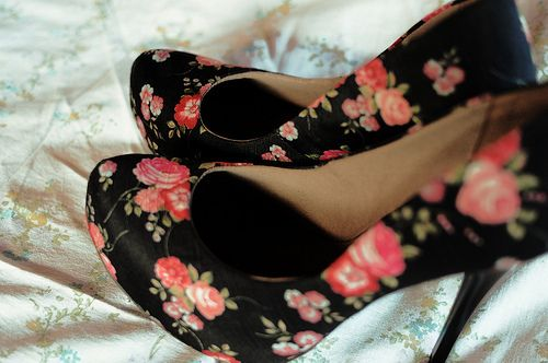 Beautiful black and coral floral pumps :)