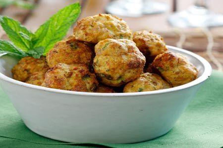 Κεφτεδάκια κοτόπουλου στο φούρνο με δυόσμο και κάρι - Chicken meatballs from Gastronomos online