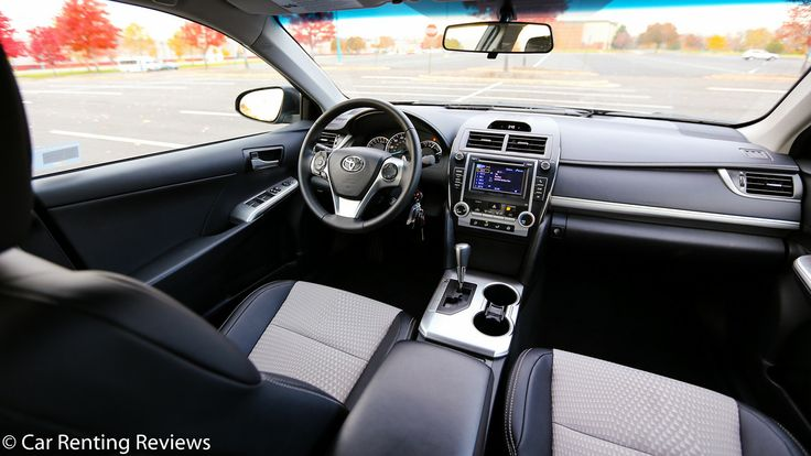 2014 Camry SE Review | 2014 Toyota Camry SE_dashboard, right
