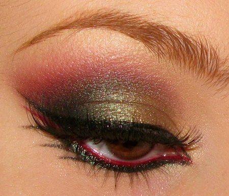 One way to use red....: Eye Makeup, Color, Eye Shadows, Beautiful, Red Eyeliner, Fall Makeup, Makeup Eye, Eyeshadows, Eye Liner