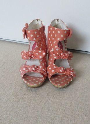 À vendre sur #vintedfrance ! http://www.vinted.fr/chaussures-femmes/sandales/21667982-chaussures-jeune-jolie-par-andre