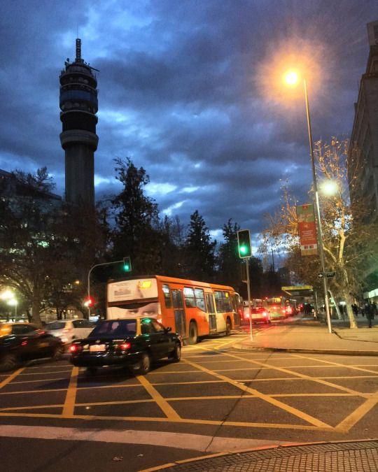 Se viene la #lluvia ?? !! . . #santiago #chile #street #iphone #rain (en Santiago, Chile)
