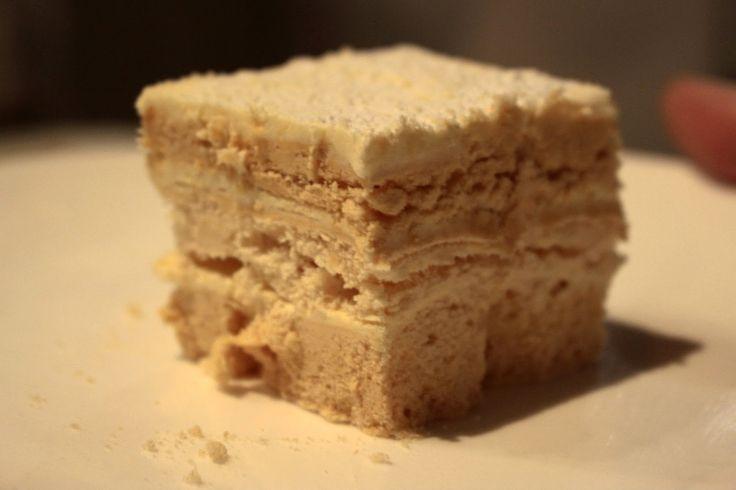 Pues si. De Bilbao. De toda la vida. Así es este pastel ruso. Es dulce hasta la saciedad, merengue con mantequilla pastelera. Una maravilla...